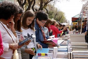 Book buying on Sant Jordi