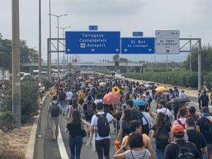Barcelona airport protestors